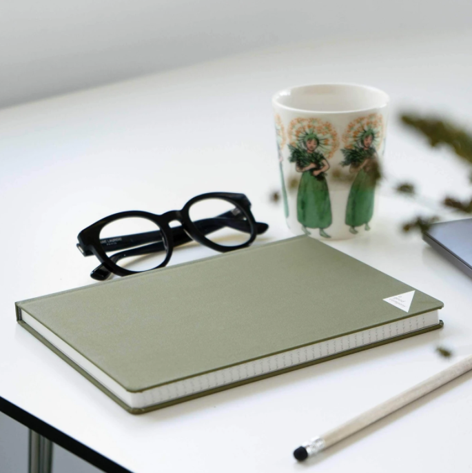 sustainable-corporate-gifts-stone-paper-notebook